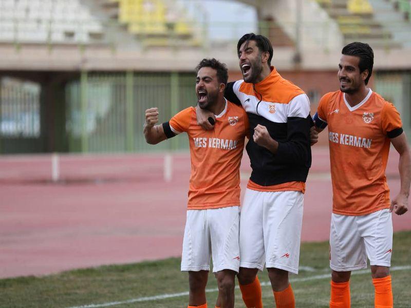 گزارش تصویری: هفته بیستم لیگ دسته یک فوتبال کشور (سری دوم)/ مس کرمان - آرمانگهر سیرجان