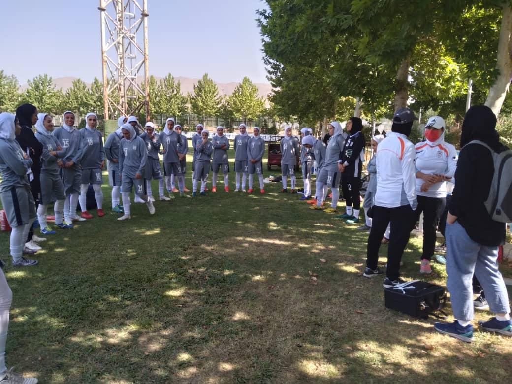 دو دختر کرمانی در اردوی تیم ملی فوتبال