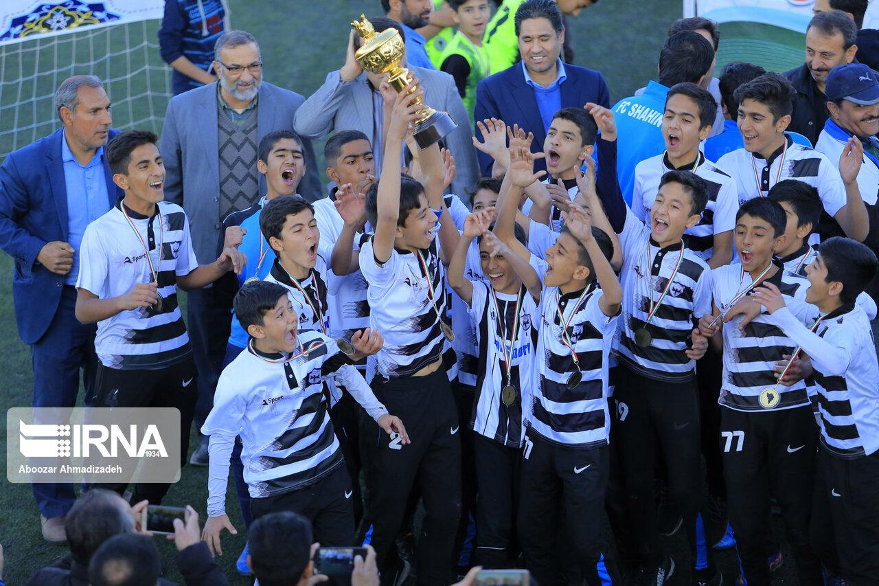 باشگاه شاهین تمامی جامها را درو کرد (عکس)