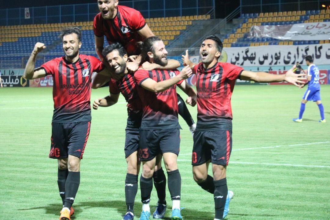 گزارش تصویری: هفته سی و یکم لیگ یک فوتبال کشور/ آرمان گهر سیرجان-استقلال خوزستان از نگاه دوربین محمد احمدی