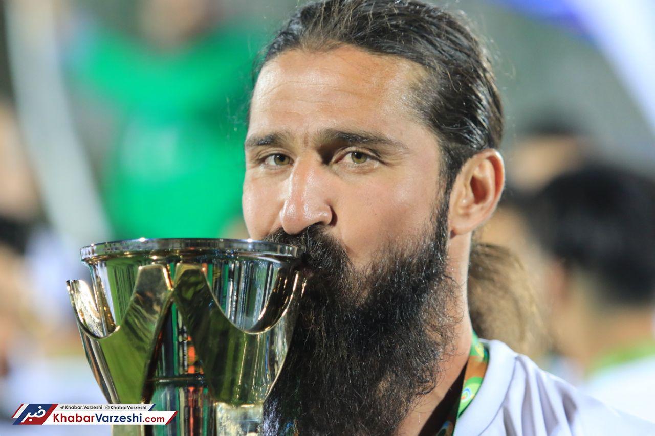 مراسم اهدای جام قهرمانی لیگ دسته یک فوتبال به تیم گل گهر سیرجان