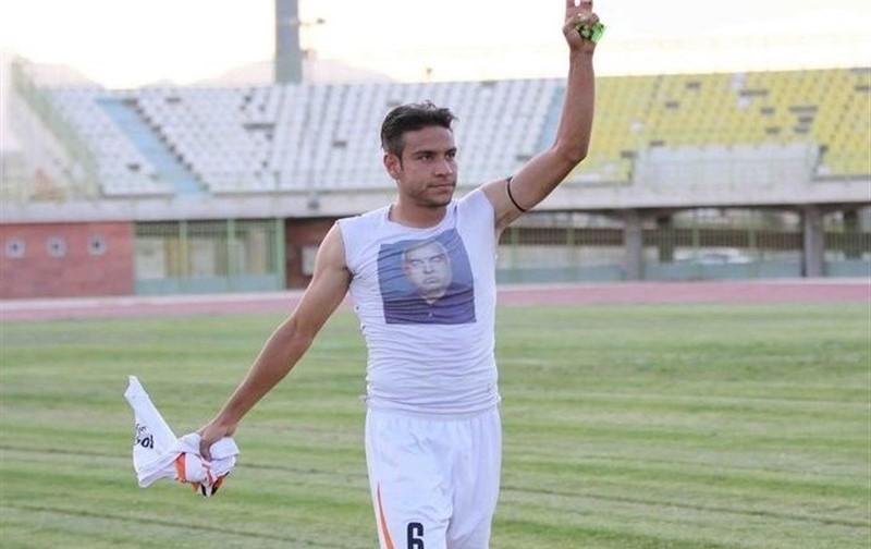 احمد زنده روح بازیکن کاملی است