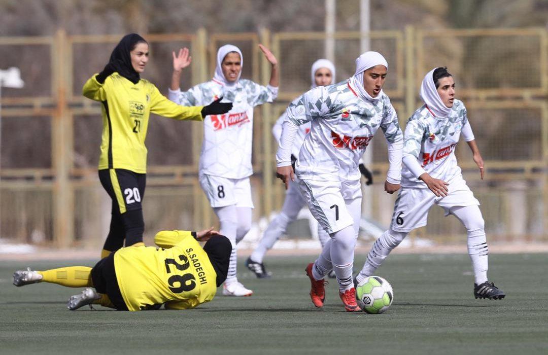شهرداری بم ۲ سپاهان ۰ | خیز بلند مدافع عنوان قهرمانی به سوی جام