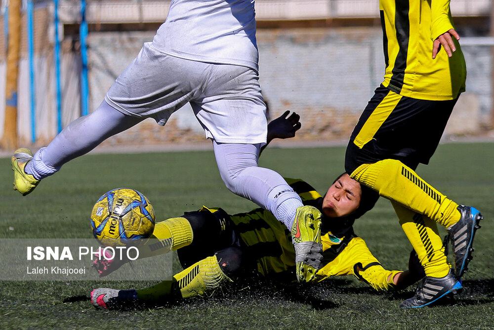 گزارش تصویری: هفته یازدهم لیگ برتر فوتبال بانوان کشور/ شهرداری سیرجان - ذوبآهن اصفهان