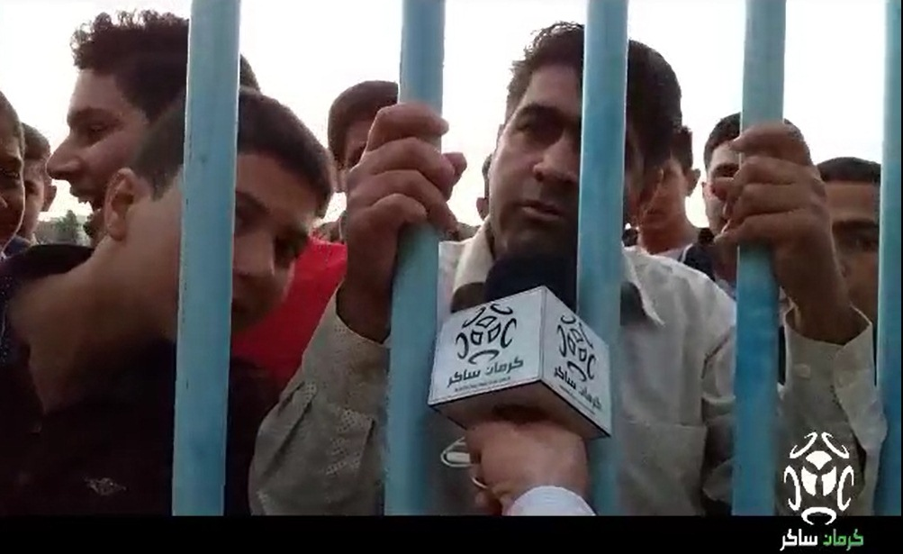 اعتراض هواداران تیم فوتبال مس کرمان نسبت به عملکرد مجتبی حسینی سرمربی این تیم