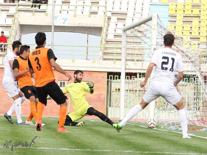 روزی که رفسنجان برای فوتبال پاک جنگید (عکس)